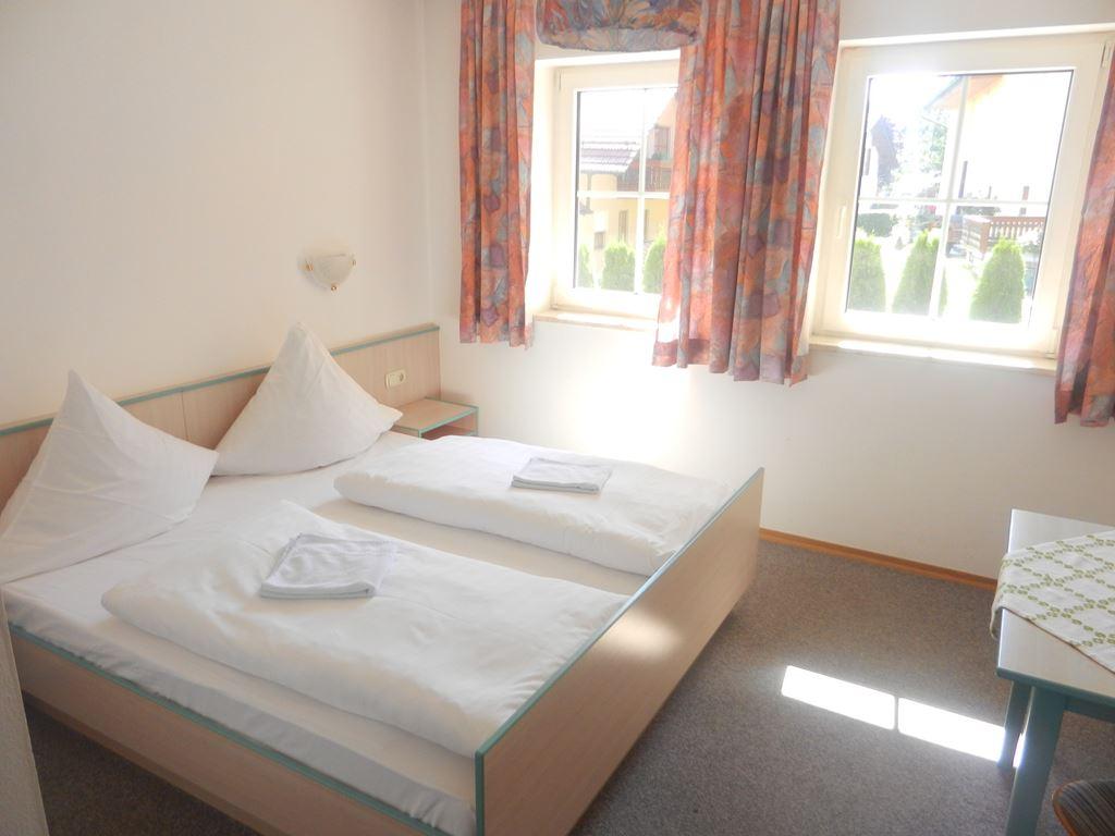 Moderne Böden With Hotel Gasthof Metzgerei Linsmeier Zimmer/Preise Also  Größere Zimmer LEDFlachfernsehgerÃ